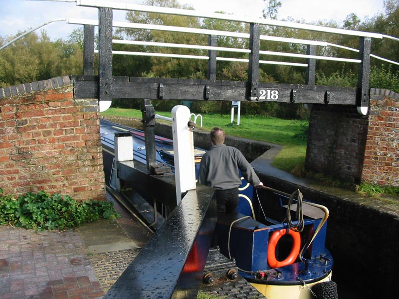 Shipton Lock on the Oxford Canal