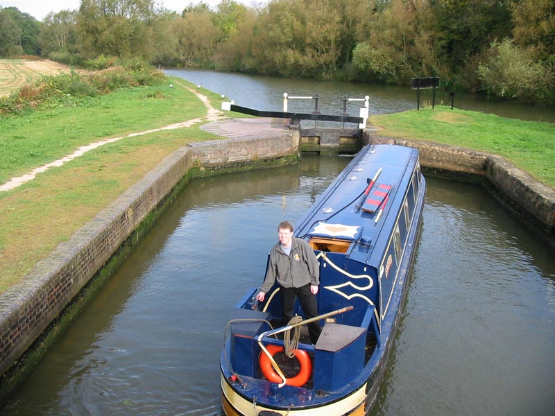 Shipton Lock on the Oxford Canal, with the River Cherwell behind