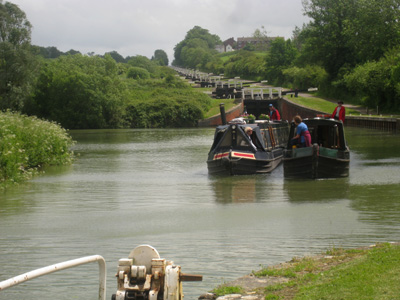 Stephen steers our boat Selwood away from the bottom of the Caen Hill locks