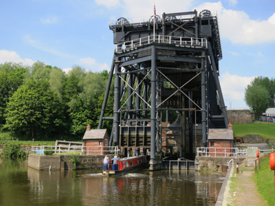 Lucy steers our narrowboat into the Anderton Boat Lift